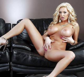 Nackte Vagina und große Titten pics.